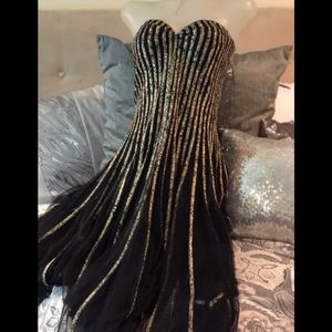 Caché gold and black gown